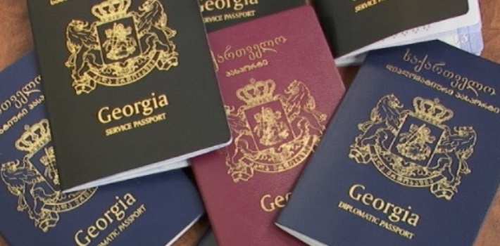 Los españoles podemos viajar a Georgia sin visado para estancias inferiores a un año, por lo que basta con presentar el pasaporte o DNI en vigor.
