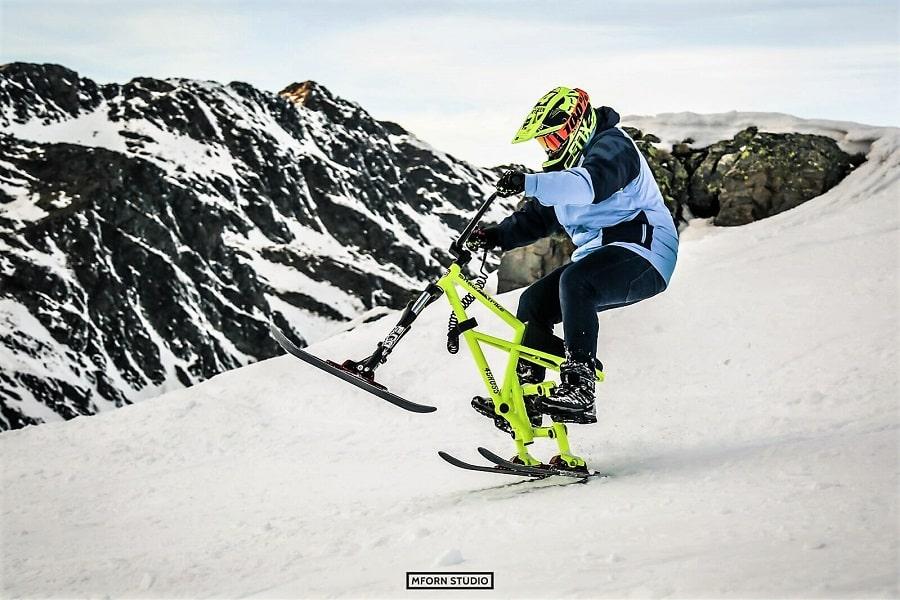 Deportes de aventura en Gudauri: Bicicleta y moto de nieve